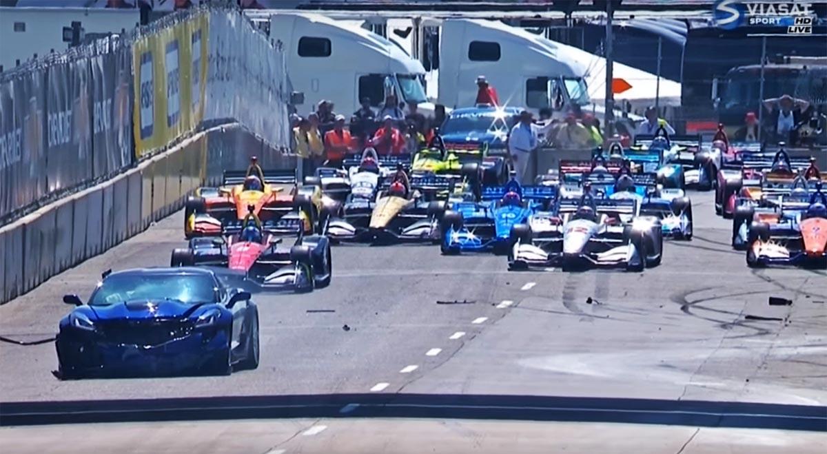 Photo of Απίστευτο! Τράκαρε το safety car στο IndyCar! [vid]