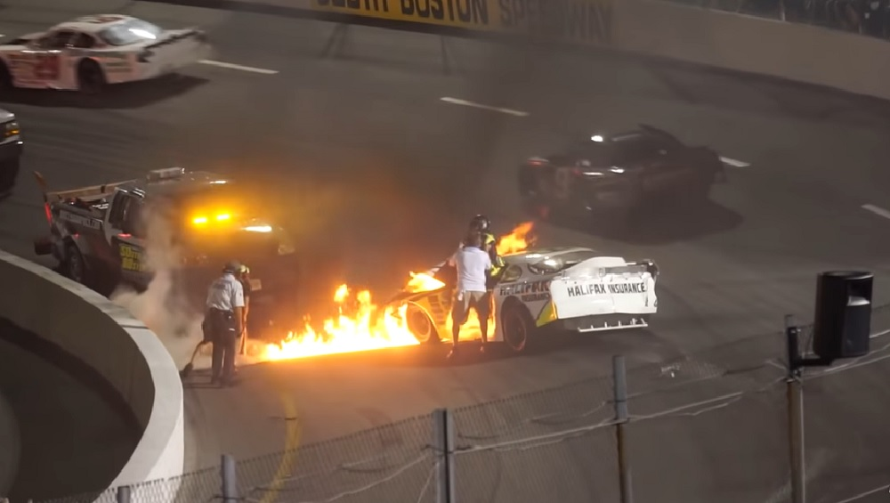 Photo of Πατέρας-ήρωας σώζει οδηγό από φωτιά [vid]