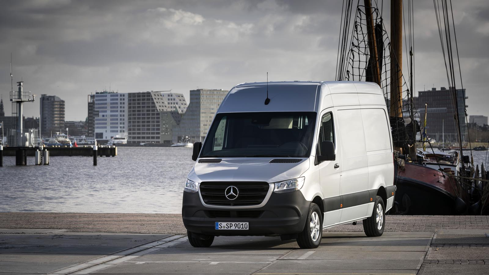 mercedes benz vans sprinter. Black Bedroom Furniture Sets. Home Design Ideas