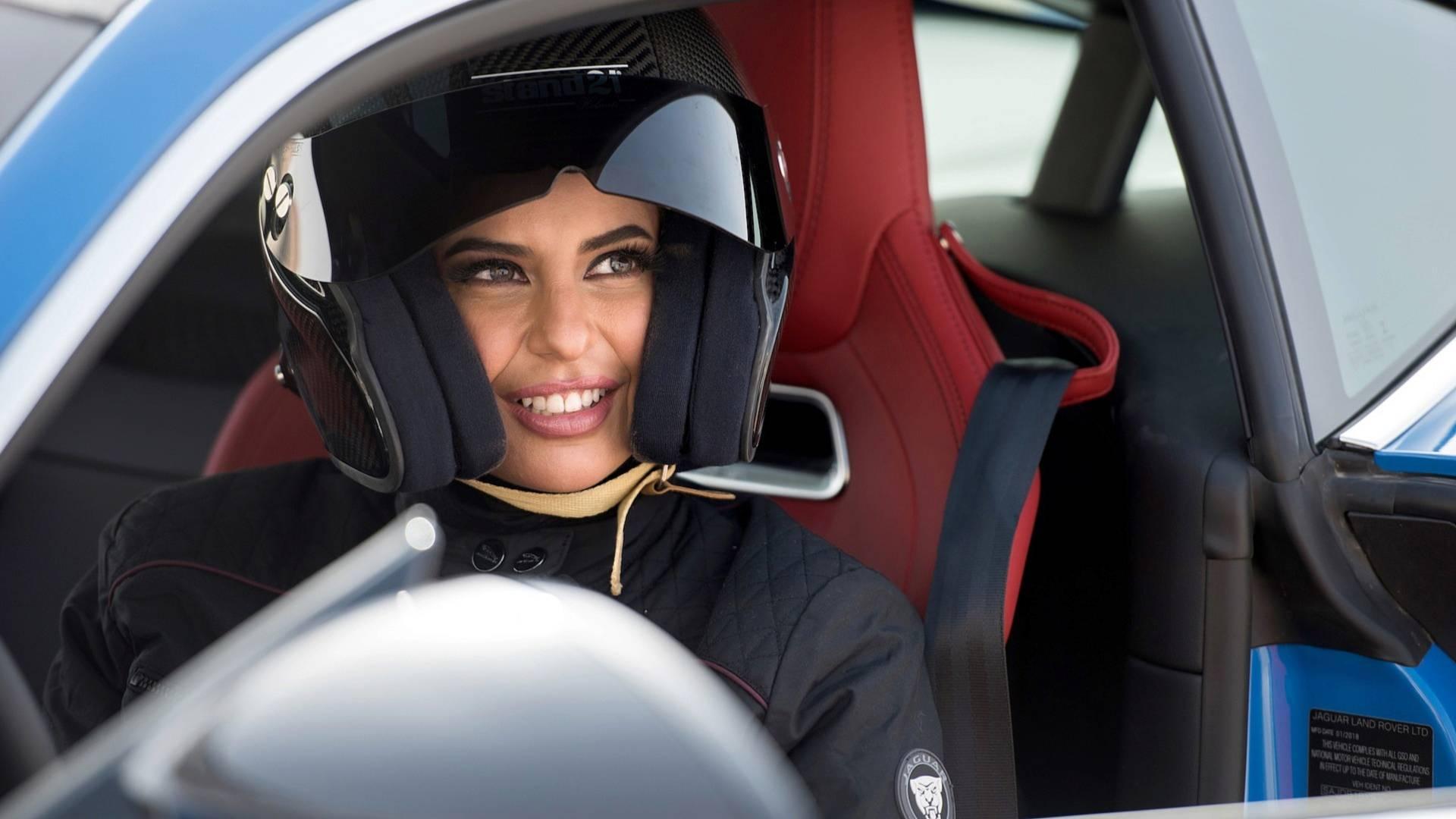 Photo of Από χτες οι γυναίκες στην Σαουδική Αραβία οδηγούν ελεύθερα [vid]