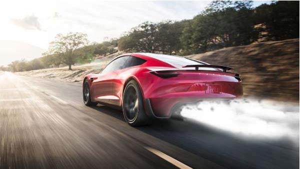Photo of Ένα Tesla Roadster με ρουκέτες!