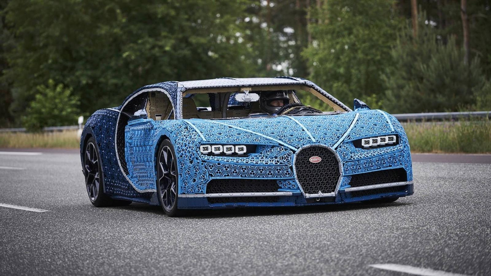 Photo of Μια Bugatti Chiron από Lego σε κλίμακα 1:1 [vid]