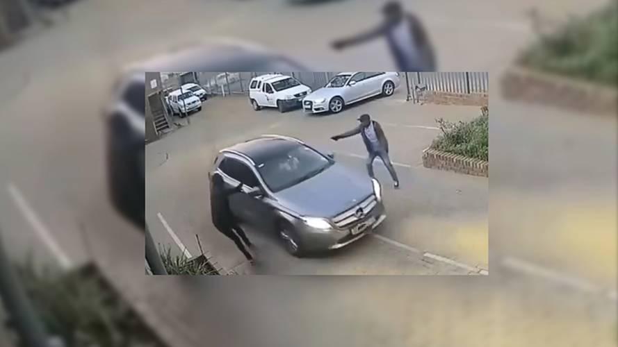 Photo of Δείτε πως γλιτώνει από απόπειρα κλοπής του αυτοκινήτου του