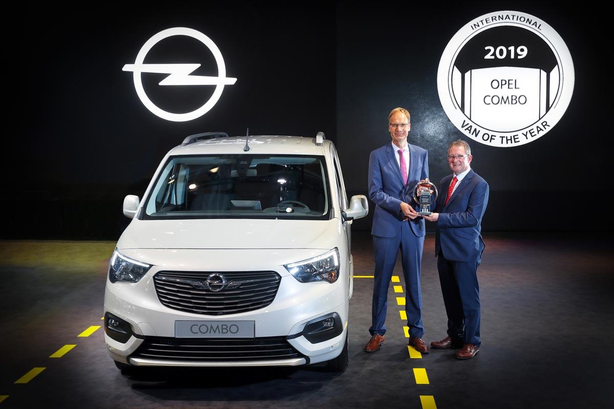 "Photo of Το νέο Opel Combo Cargo Ψηφίστηκε ""International Van of the Year 2019"""