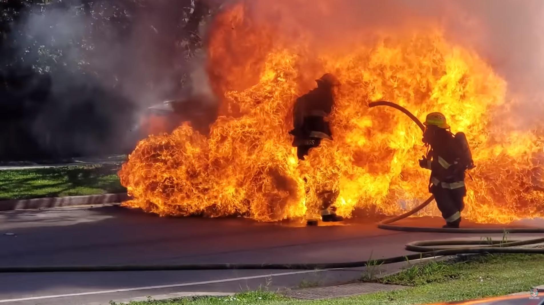 Photo of Έκρηξη σε Toyota RAV4 παραλίγο να στοιχίσει την ζωή πυροσβεστών