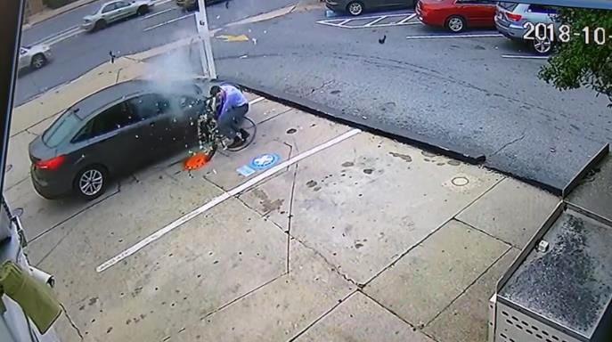 Photo of Στο τσακ την γλύτωσε από έκρηξη λάστιχου [vid]