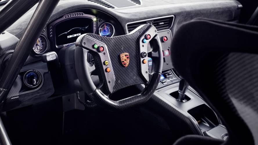 Photo of Porsche: «Το τιμόνι και τα πεντάλ θα υπάρχουν όσο υπάρχουμε και εμείς»