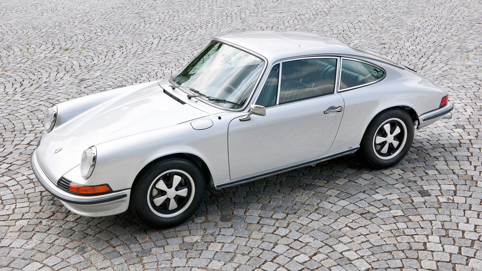Photo of H 1η γενιά Porsche 911 έφτανε μέχρι τα 210 άλογα [vid]