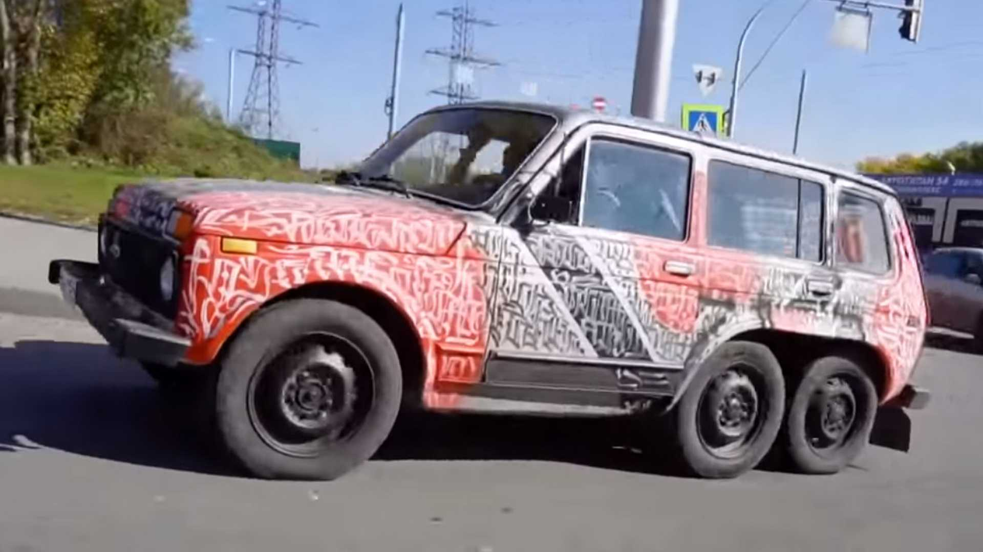 Photo of Δείτε ένα απίστευτο Lada Niva 6×6 [vid]