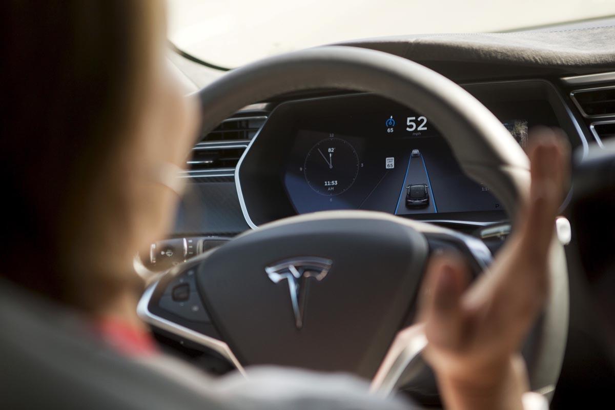 Photo of Παραπλανά η Tesla σχετικά με την προώθηση του Autopilot;