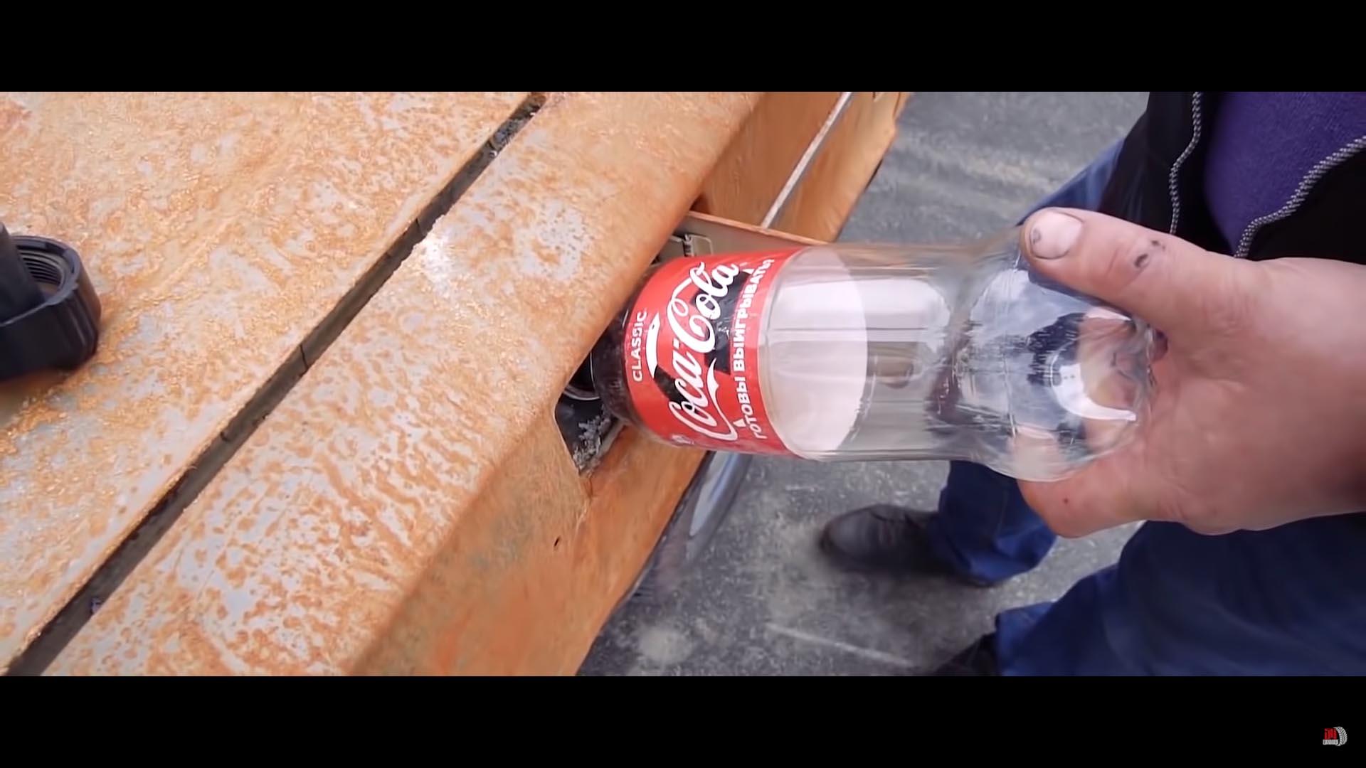Photo of Τι θα γίνει αν αδειάσει ένα μπουκάλι Coca-Cola στο ρεζερβουάρ ενός Lada; [vid]