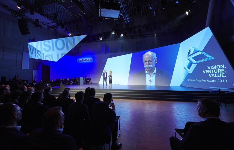 Mercedes-Benz: Έρχονται απώλειες 1,6 δισεκατομμυρίων ευρώ, δυσαρέσκεια για τον Zetsche