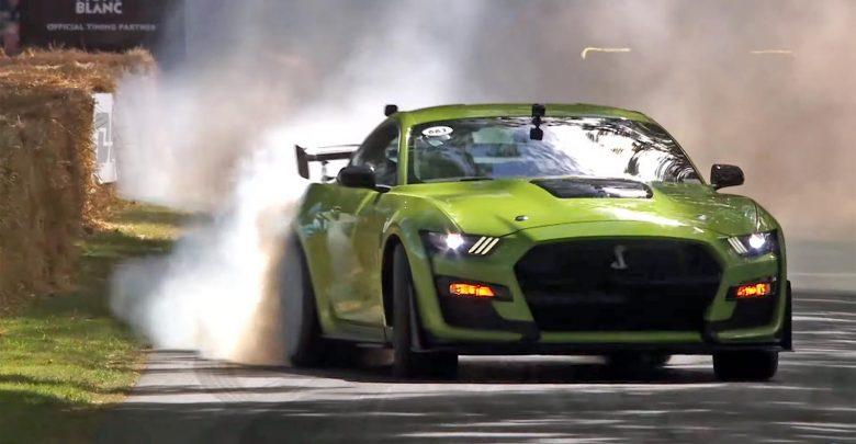 Photo of Δείτε την Mustang GT500 να κάνει όργια στο Goodwood – Στους δύο τροχούς η Jaguar F-Type [vid]