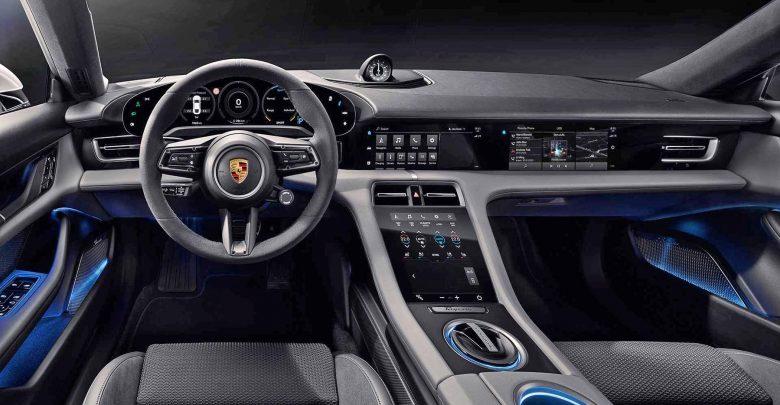 Photo of To ταμπλό της Porsche Taycan έχει κυρτό πίνακα οργάνων