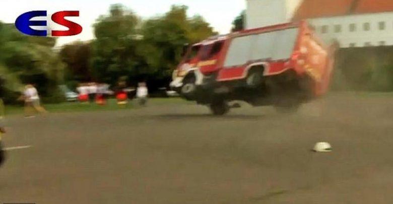 Photo of Δείτε ένα πυροσβεστικό όχημα… να φέρνει τούμπα [vid[