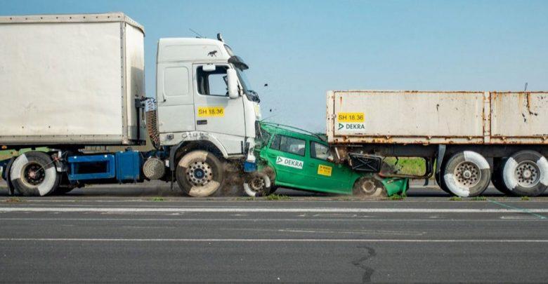 Photo of Σοκάρει η σύγκρουση νταλίκας με επιβατικό αυτοκίνητο [vid]