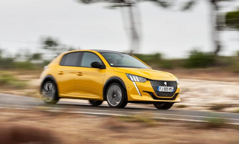 "Photo of To Peugeot 208 είναι το ευρωπαϊκό ""Car of the Year 2020"""