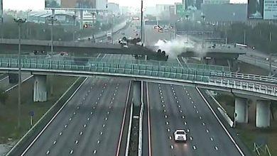 Photo of Απίστευτο αλλά τραγικό. Φορτηγό πέφτει από γέφυρα [vid]