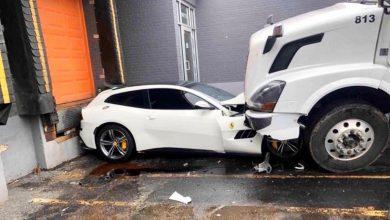 "Photo of Ένας φορτηγατζής ""θόλωσε"" και ""πάτησε"" την Ferrari του αφεντικού του!"