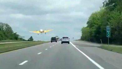Photo of Δείτε ένα αεροπλάνο να προσγειώνεται μέσα σε ένα αυτοκινητόδρομο [vid]