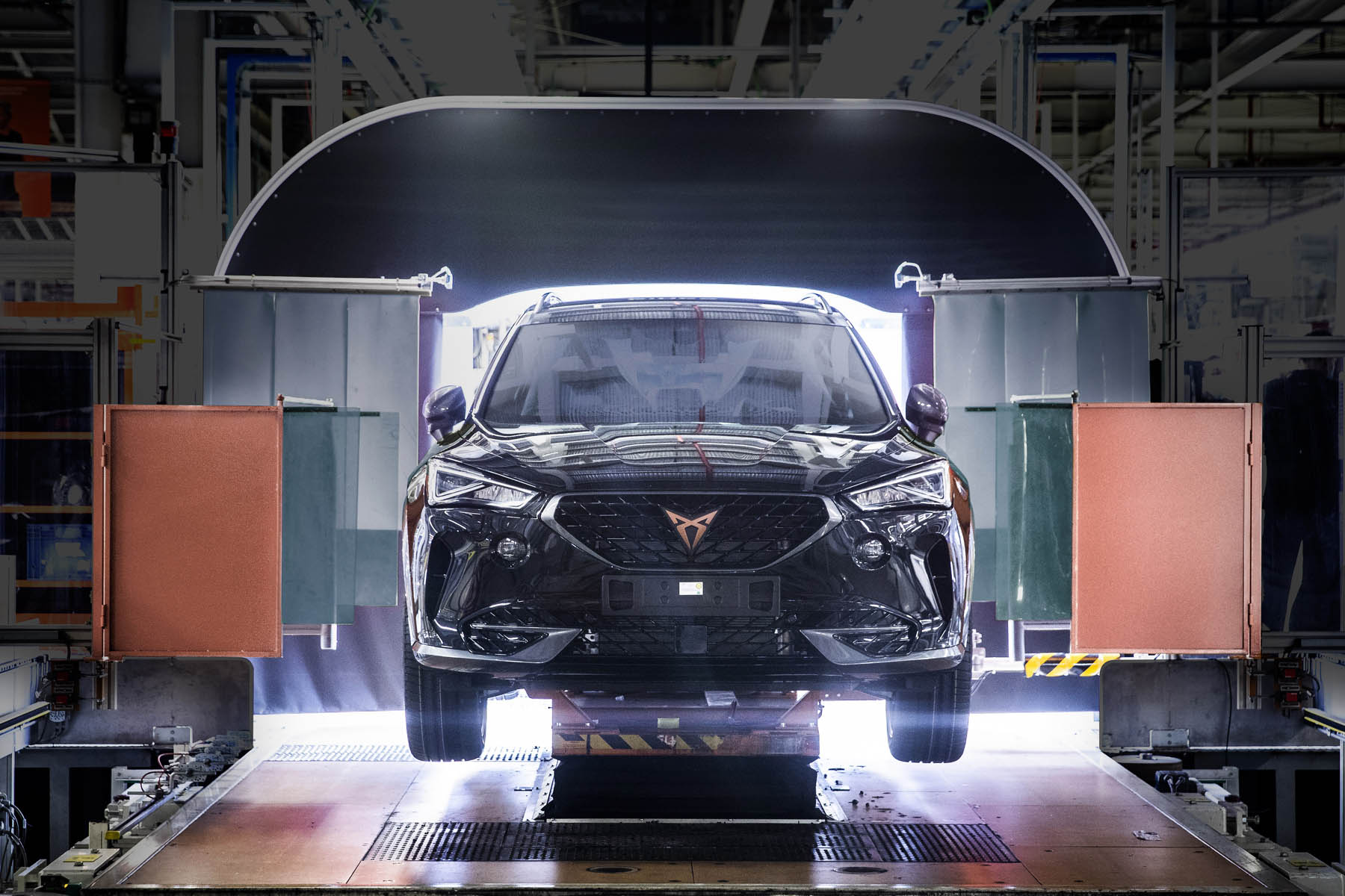 CUPRA boosts electrification and starts production of the Formentor e HYBRID 01 HQ