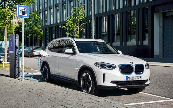 BMW iX3 11