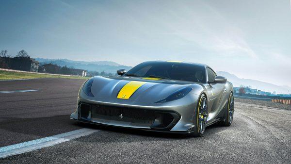 Ferrari 812 Competizione 01